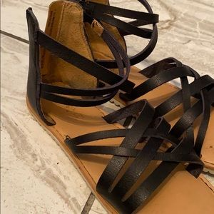 Girls size 1 sandlas